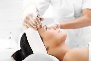 Dermaplaning – The Key To Brighter Skin!